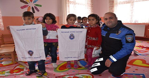 toplum-destekli-polisler-anaokullarini-ziyaret-etti (2)