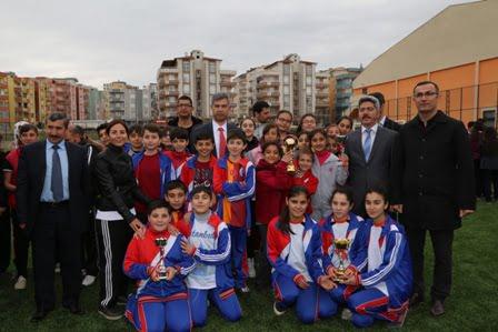 Kaymakam Erkal Genç sporcuları ödüllendirildi