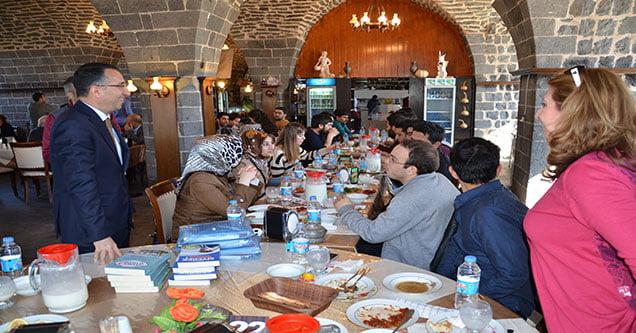 siverek-belediyesi-genc-mimar-adaylarini-misafir-etti (2)