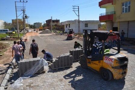 Fırat Mahallesinde kilit taşı döşeme çalışmaları başladı