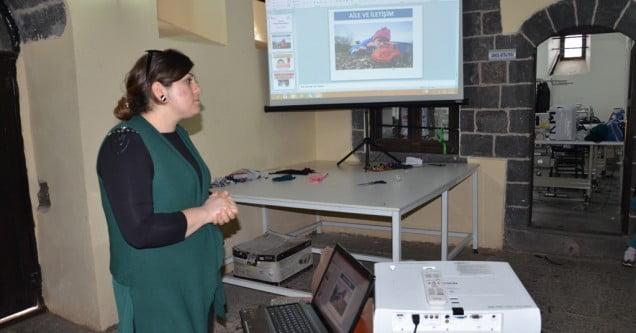 Kadın ve Aile Hizmetleri Müdürlüğünden Kursiyerlere Aile İçi İletişim Semineri