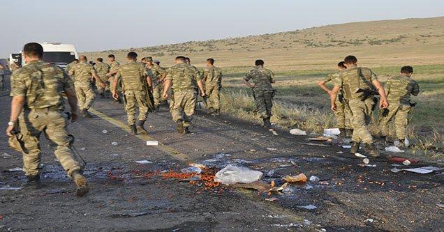 asker-tasiyan-midibus-kaza-yapti-1-sehit-cok-sayida-yarali (2)