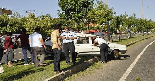 Otomobil Orta Refüje Çıktı: 1 Yaralı