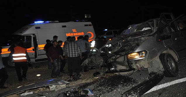 Siverek'te Minibüs Tıra Çarptı: 2 Ölü, 1 Yaralı