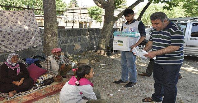 Suriyelilere gıda yardımı yapıldı