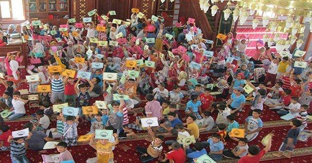 Kur'an kursu öğrencilerine başarı belgesi