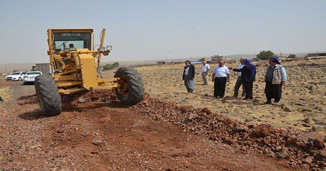 Siverek Belediyesi köy yollarını yapmaya devam ediyor