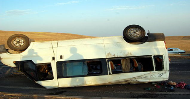 tarim-iscilerini-tasiyan-minibus-kaza-yapti-14-yarali (2)