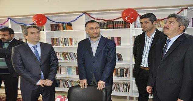 Siverek Belediyesinden 8 okula kütüphane desteği