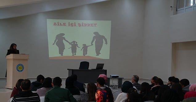"""""""Kadına şiddet"""" konulu konferans verildi"""