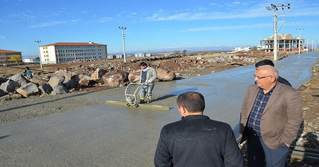 Siverek Belediyesi yol yapım çalışmaları sürüyor