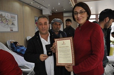 Düzenli kan bağışı yapan Siverekli vatandaş ödüllendirildi
