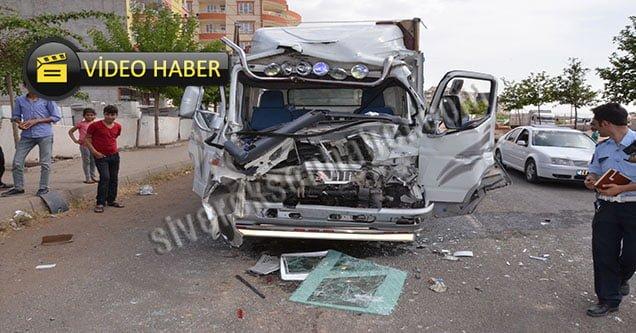 Kamyonet TIR'la Çarpıştı: 5 Yaralı