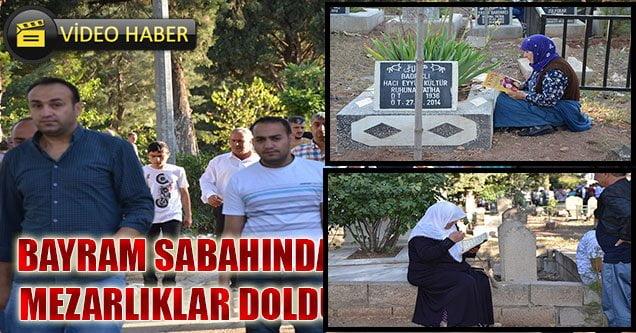 Bayram Sabahı Halk Mezarlıklara Akın Etti