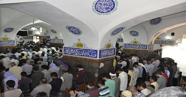 Ramazanın Son Cuma'sında Camiler Doldu