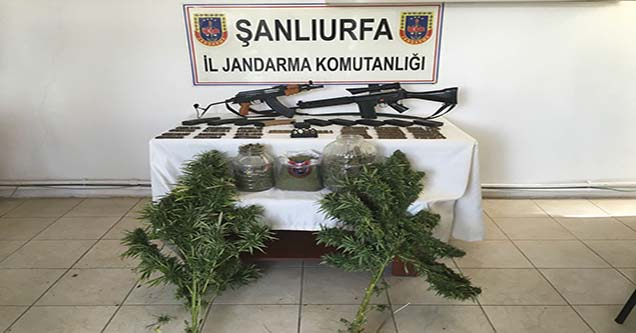 Jandarma bir evde silah ve çok sayıda mermi ele geçirdi