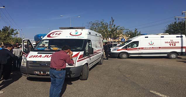 Minibüs ile motosiklet çarpıştı: 2 ağır yaralı