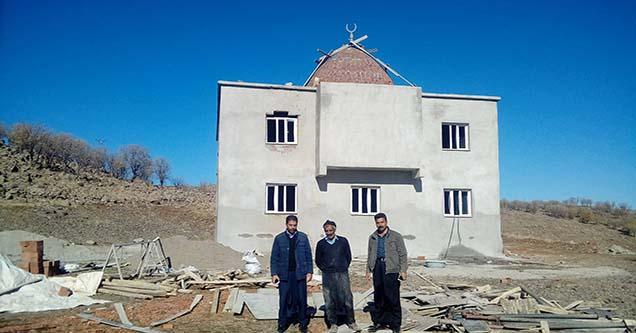 Mahalle halkı cami için yardım bekliyor