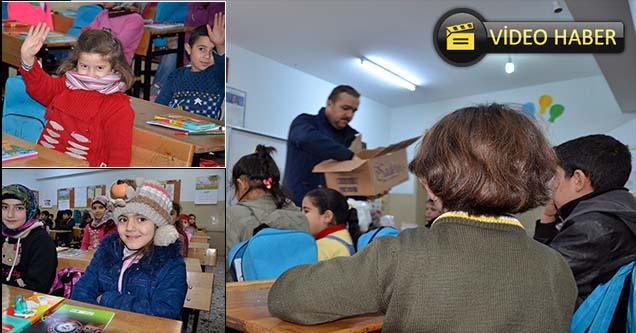 Suriyeli öğrencilere kırtasiye yardımı yapıldı