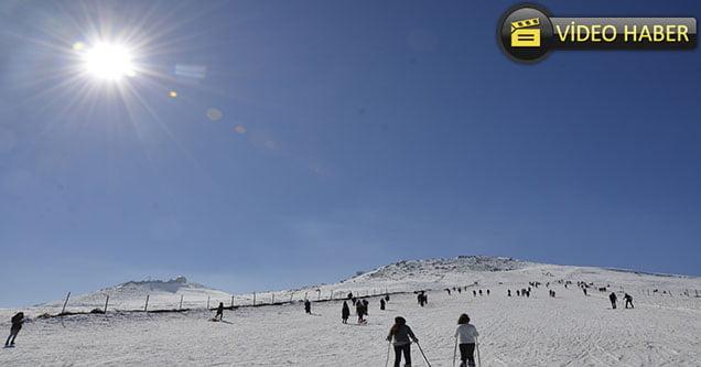 Karacadağ'da güneş altında kayak keyfi..