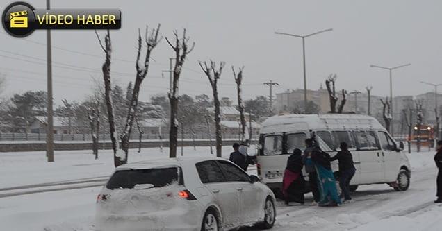 Siverek'te etkili olan kar yağışından manzaralar
