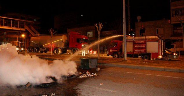 Yakılan lastikle yolun kapatılması polisi harekete geçirdi!