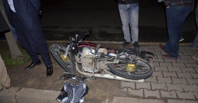 Motosiklet Otomobile Arkadan Çarptı: 2 Yaralı