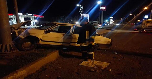 Otomobiller çarpıştı sürücüler yaralandı