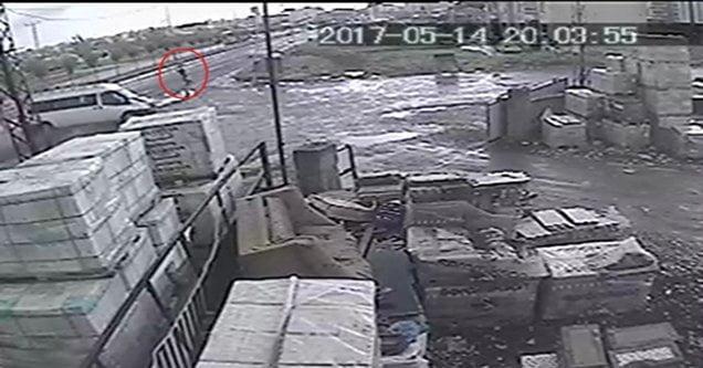 Ölüm yol kenarında bekleyen adamı teğet geçti