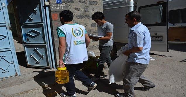 İhtiyaç sahibi ailelere gıda yardımı yapıldı