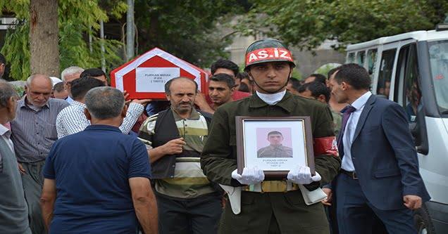 Bıçaklanarak hayatını kaybeden asker defnedildi