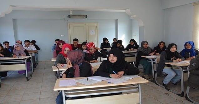 Gençlik Evlerinin 89 öğrencisi üniversiteye yerleşti