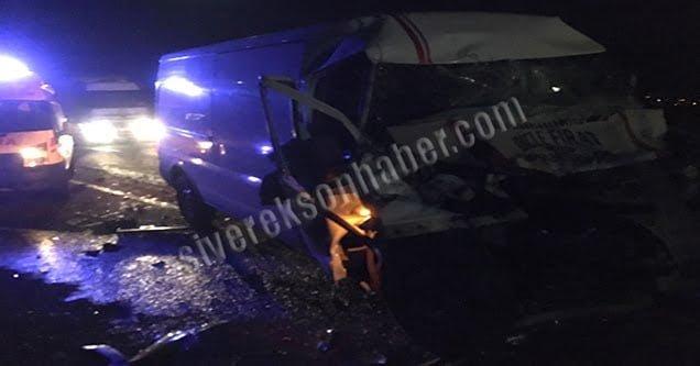 Kamyona çarpan minibüs sürücüsü yaralandı