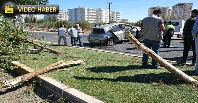 Kontrolden çıkan otomobil refüje çarptı
