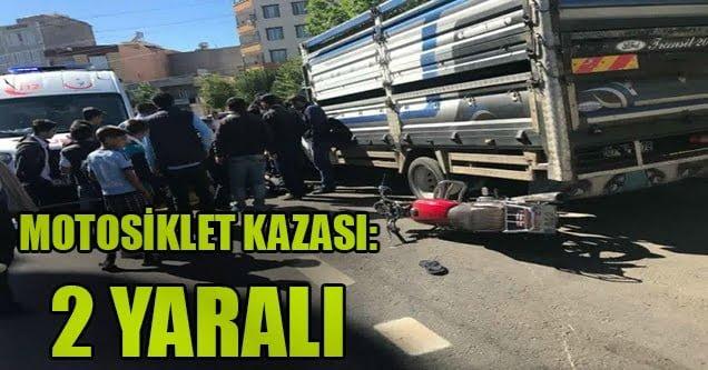 Motosiklet park halindeki pikaba çarptı: 2 yaralı
