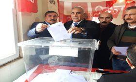 CHP Siverek'te Başkan Demirbüken güven tazeledi