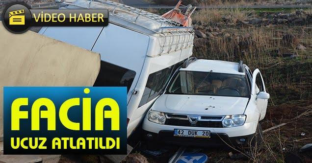 Siverek'te Minibüs ile Otomobil Çarpıştı: 4 Yaralı