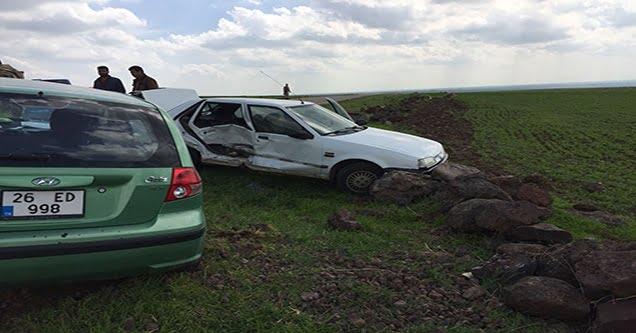 Siverek'te iki otomobil çarpıştı: 6 yaralı