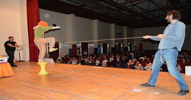 Kırsal mahalle öğrencileri ilk kez sirk heyecanı yaşadı