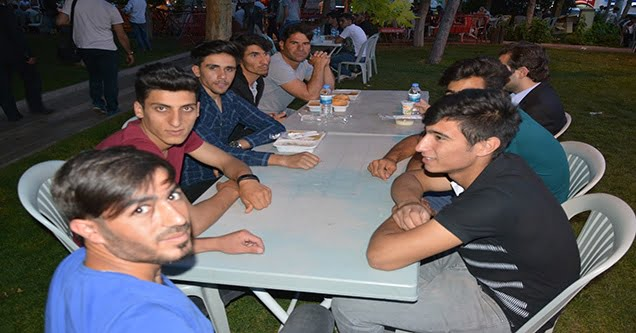 Büyükşehir Belediyesinin iftar yemeği çileden çıkardı!