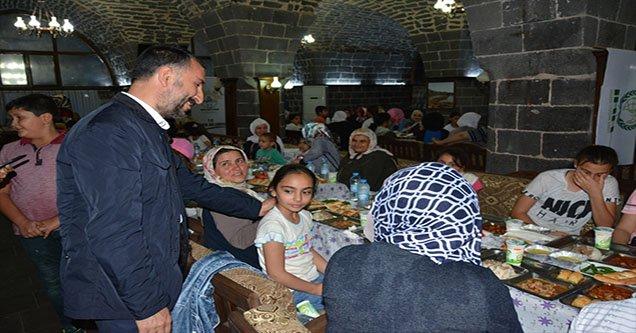 400 yetim iftar sofrasında buluştu