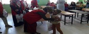Kırsal mahallelerdeki öğrencilere kırtasiye yardımı