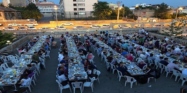 Sağlık çalışanları iftar yemeğinde buluştu