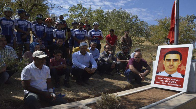 Bisiklet tutkunları şehit polisi unutturmadı