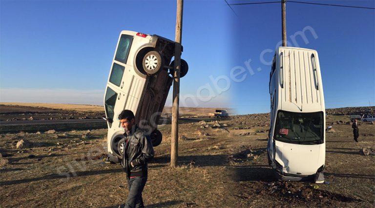 Kaza yapan araç direğe çarparak dik durdu!
