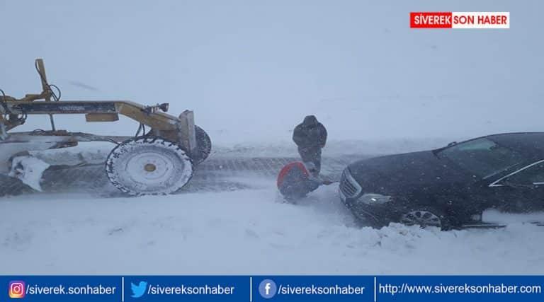 Yoğun kar yağışı nedeniyle yol kapalı!
