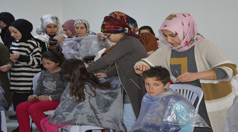 Öğrencilere ücretsiz saç bakımı yapıldı