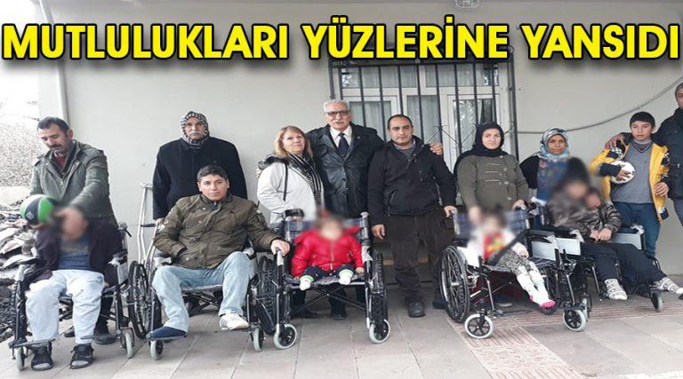 Hayırsever karı-koca engellilere sandalye bağışında bulundu