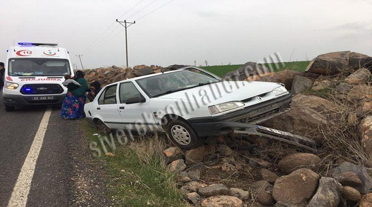 Otomobil taşlık alana çarptı: 3 yaralı