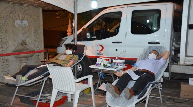 Stoklar tükenince vatandaş kan vermeye koştu